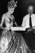 Хичкок с любимата си Грейс Кели на снимачната площадка на To Catch a Thief, 1955