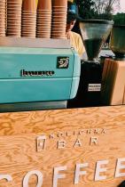 Количка Кафе Бар, посещава различни локации