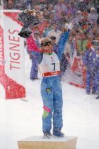 1992: Дона Уайнбрехт За своите невероятни скокове и завъртани, скиорката в свободен стил занася златен медал в Америка. За почетната стълбичка тя носи ски гащеризон в цветове типични за тогавашните нажежени трендове.