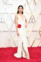 Лили Олдридж в Ralph Lauren Моделът има царствено излъчване, което облагородява дори недотам оригиналната рокля.