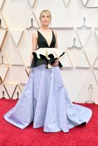 Сърша Ронан в Gucci Чудим се защо полата на роклята й изглежда така и каква е ролята на пеплума отгоре. И също, защо цветът е толкова измит, това трябва да е последният избор за блед тен като нейния.