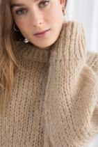 Обемен пуловер от вълнена смес от 180лв. на 90лв.