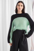 Къс colorblock пуловер от 180лв.на 73лв.