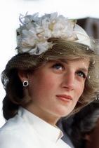 Принцеса Даяна с обеци от сапфир и диаманти, 1983 г.