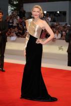 Кейт Бланшет в Armani Prive по време на филмовия фестивал във Венеция
