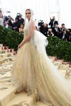 Кейт Босуърт в Oscar de la Renta по време на МЕТ Гала