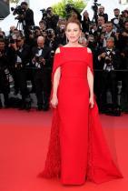 Джулиан Мур в Givenchy по време на филмовия фестивал в Кан