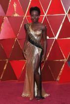 """Лупита Нионг'о в Versace по време на церемонията по връчването на наградите """"Оскар"""""""