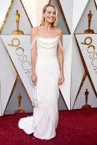 """Марго Роби в Chanel по време на церемонията по връчването на наградите """"Оскар"""""""