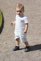 Принц Оскар Невръстният брат на принцеса Естел, който проплака през март 2016-та година, също ще се бори за шведския трон един ден.