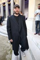 Шик палто, отново в комбинация с trashy кецове от първата снимка/аутфит, специално /виж отново галерията/ подбрани за интересната ни рубрика: Щрак, fashion, на портрет!