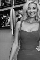 Ева Кикерезова Водещата на прогнозата за времето по БНТ е най-грацилната и изящна майка на 3 деца, която познаваме. Финесът и елегантността й са отличен пример за съвместяване на ангажименти и женственост. Възхищаваме се на харизмата на Ева, на нейния оптимизъм и класно излъчване. Сн.: Facebook