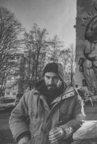 """Божидар Симеонов - Bozko  Безспорно най-талантливият ни urban artist. Божидар краси и съживява столицата с величествени стенописи и всеки поглед към софийските сгради, осеяни с изкуството му, е естетическа наслада за всяка градска душа. Тази година Бозко взе акъла на всички с произведението си на ул. """"Триадица"""" 6 - един неканоничен образ на св. Георги, една тиха победоносна сцена в Центъра на София.""""Изкуството е философия, а не украса"""",казва той. Истина. Сн.: Urban Creatures"""