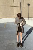 Моли в сако Wynn Hamlyn, пола American Apparel, чанта Marc Jacobs и обувки Prada
