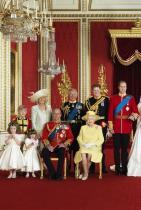 """Младоженците трябва да се заснемат в сватбен портрет ...точно като този от церемонията на принц Уилям и Катрин. Принц Хари и Меган ще си кажат заветното """"Да"""" през май месеца 2018-та, а терминът за третото дете на Кейт е насрочен за април, което автоматично значи, че новороденото бебче може и да участва в официалния портрет."""