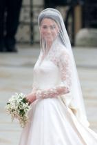 Кралското семейство плаща за сватбата Въпреки че, американските традиции, а и не само, повеляват семейството на булката да поеме разходите по церемонията.