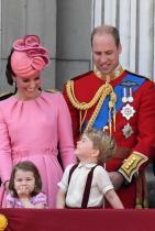 Кралицата трябва да даде съгласие за сватбата Абсолютно винаги! Преди да се сгоди за принц Хари Меган се е срещала с кралица Елизабет няколко пъти и дори е прекарвала известно време насаме с нея. Съгласието на Кралицата е част от Закона за кралски сватбени церемонии, датиращ от 1772 година.