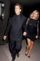 Памела Андерсън и Джон Питърс Тайната сватба на актрисата и продуцента, която се състоя на 20 януари, бе изненадваща новина за всички, но още повече ни шокира раздялата им 12 дни по-късно... Двамата са двойка преди 35 години и се събират отново през 2019-та, но уви - не им било писано.