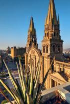 Гуадалахара, Мексико Гуадалахара разполага с огромен набор от атракции, с които да занимава посетителите си - от хипстърския квартал Чапултепек до богат избор от фестивали и музеи.