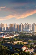 """Сиан, Китай Към днешна дата Сиан е основен кулинарен център, докато безбройните му исторически паметници си печелят славата на """"външния музей на Китай""""."""