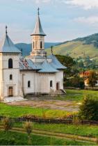 Румъния Румъния, със девствените си хълмове и древни провинциални селца, е идеалната дестинация за всеки, който търси нещо извън mainstream-а.